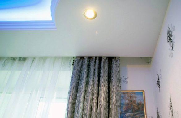 карниз потолочный интерьер изображение